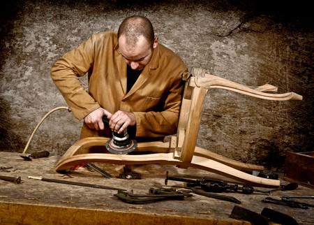 Услуги по реставрации мебели в Москве